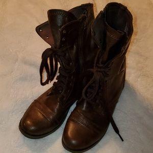 Brown lack/zip up boots, 7 5